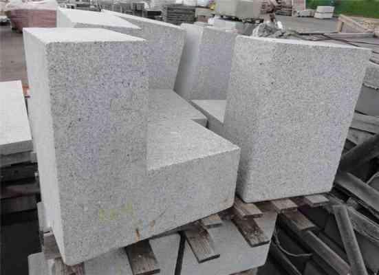 Angles granit gris ép. 30 cm